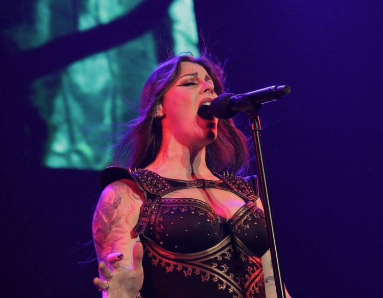 Nightwish_FloorJansen19_Budapest_Decades